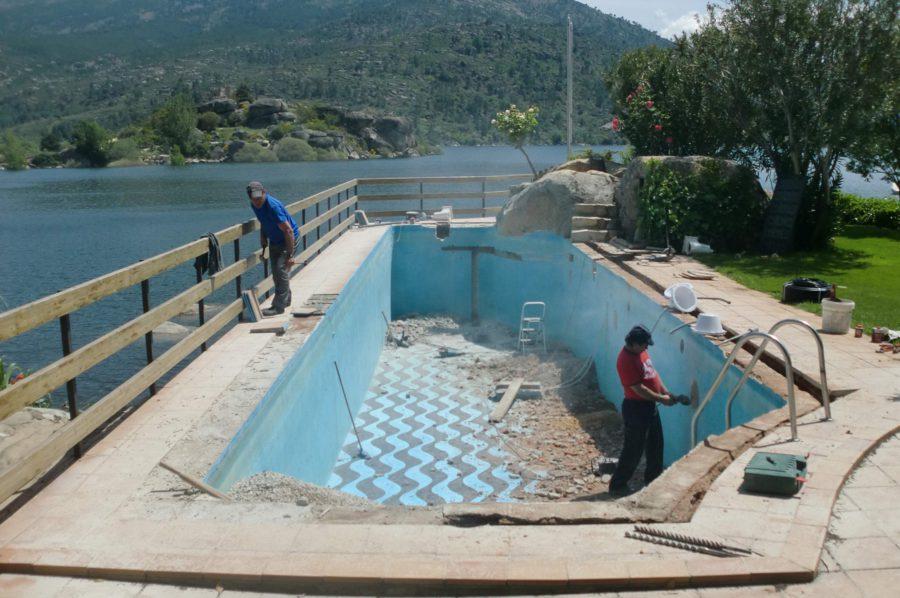 Rehabilitación de piscinas: ¿por qué es fundamental su renovación?¡No la abandones!