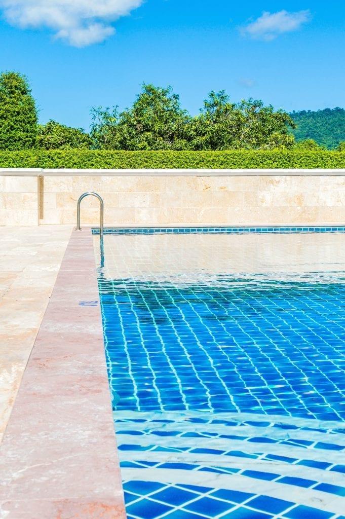 Construir una piscina nueva